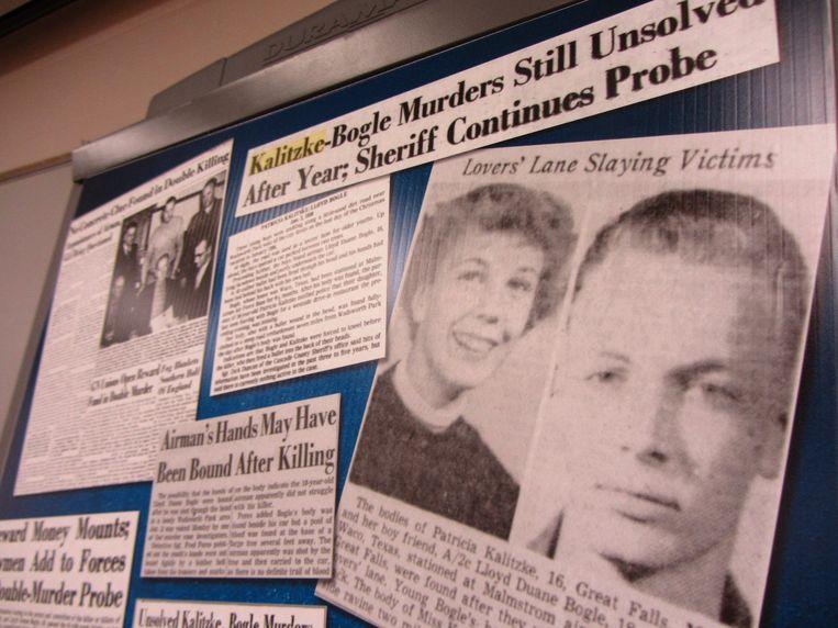 Krantenartikels uit de Great Falls Tribune over de dubbele moord die in 1956 plaatsvond in de staat Montana. Beeld AP