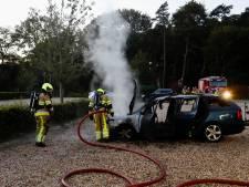 Auto brandt uit op parkeerplaats Jachtslot Mookerheide