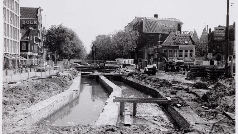De situatie in 1978, tijdens werkzaamheden. Links en rechts het Kleine-Gartmanplantsoen. Op de achtergrond de Lijnbaansgracht. Beeld Stadsarchief Amsterdam