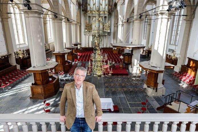 Herman Koetsveld in de Westerkerk in Amsterdam waar hij sinds een jaar predikant.
