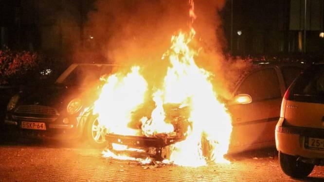 Burgemeester Hoogeveen over nacht vol branden: 'Auto's vliegen niet spontaan in de fik'