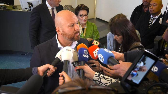 Marco Kroon staat de pers te woord nadat de rechter hem had veroordeeld tot een werkstraf van 100 uur voor de kopstoot die hij gaf aan een agent en het tonen van zijn geslachtsdeel.