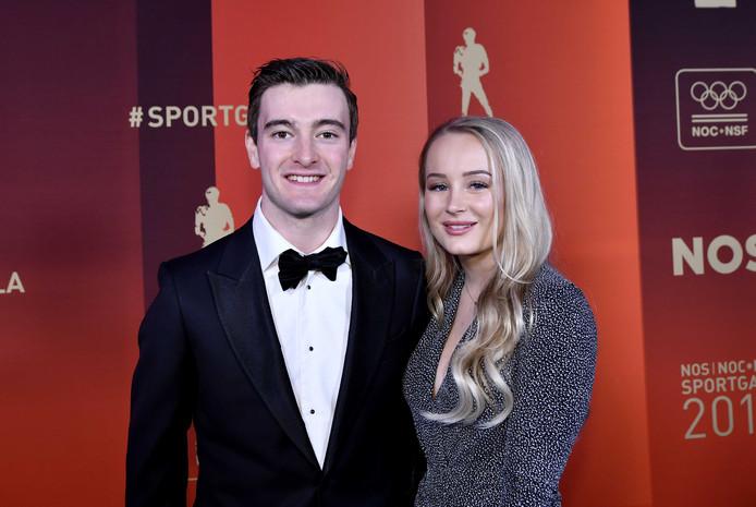 Jeffrey Herlings en zijn vriendin op de rode loper. Herlings maakte als motorcrosser dit jaar indruk en is genomineerd voor sportman van het jaar.