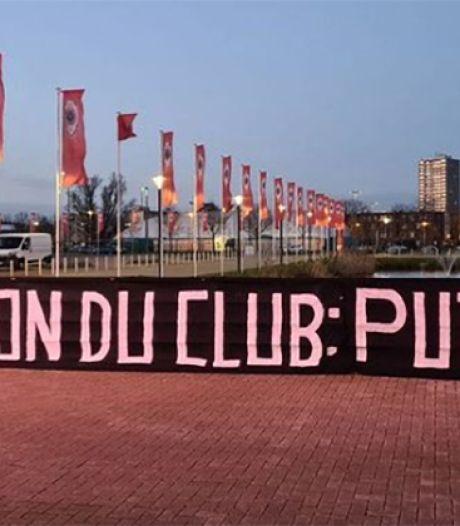 """""""Direction du club, pu*** de LZ"""": Lamkel Zé décisif, mais visé par une banderole hostile"""