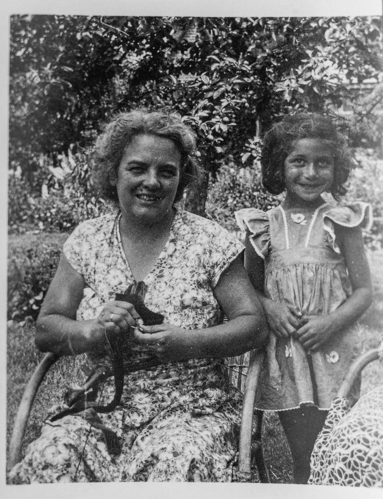 Rosette Groen met haar pleegmoeder Lies Meihuizen. Beeld Privéarchief