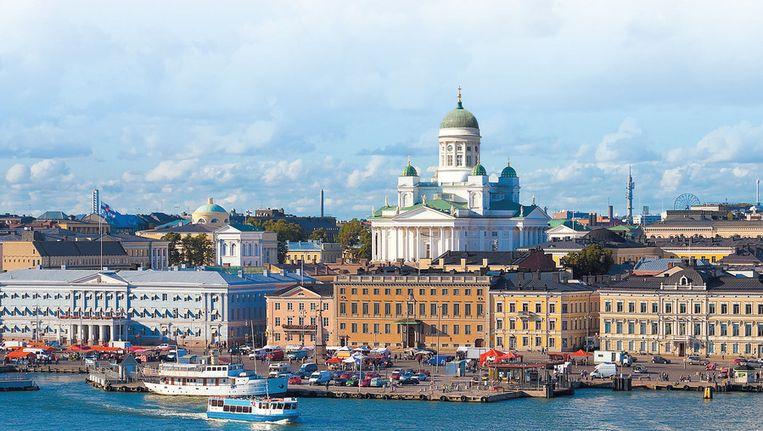 De marktplaats aan de haven, met de Domkerk (Tuomiokirkko) op de achtergrond.