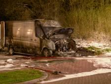 Twee mannen steken bus in brand in Zeewolde