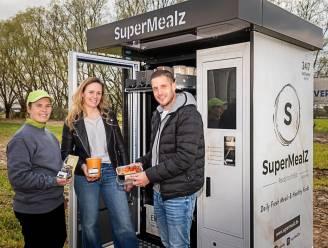 """Superkip uit Putte biedt gerechten aan via automaat: """"Want niet iedereen kan de markt bezoeken"""""""