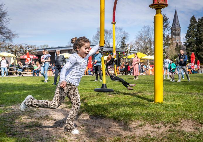Speeltuin de Kievit in Nuenen was zondag weer open, eindelijk mocht het weer.