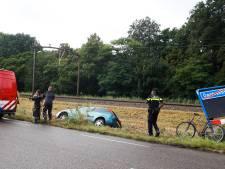 Duikteam opgeroepen voor auto te water in Dordrecht, maar auto blijkt gewoon op het gras te liggen