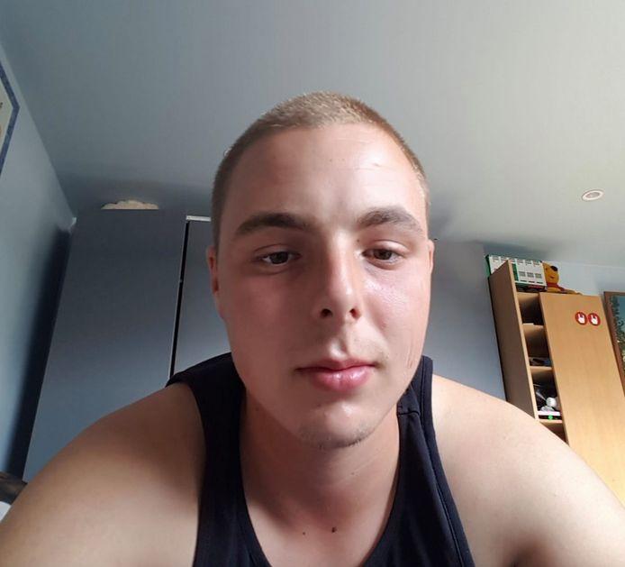 Jason (22) werd in de buik gestoken.