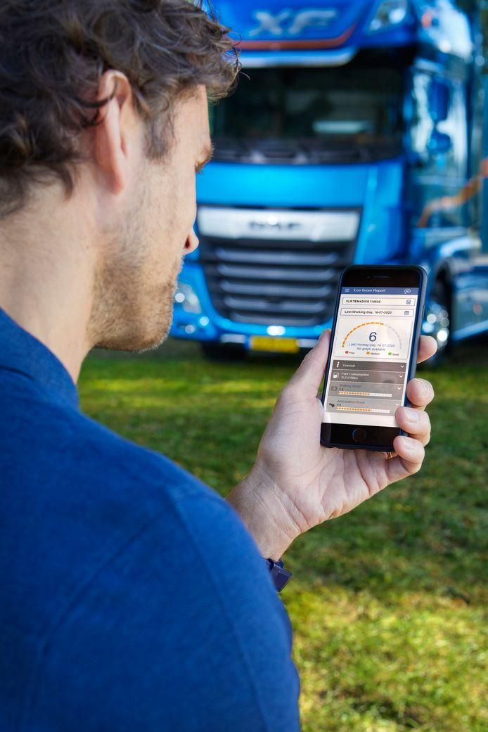 Met de DAF Connect App kan een truckchauffeur inzicht krijgen in zijn rijgedrag.