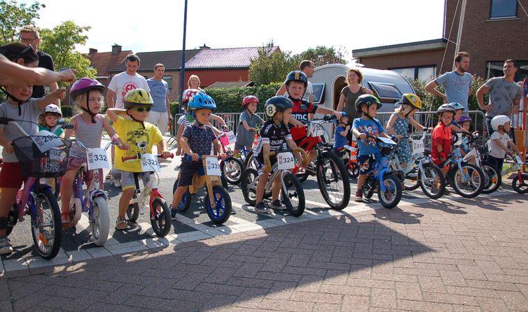 Enkele jonge deelnemers aan de start.