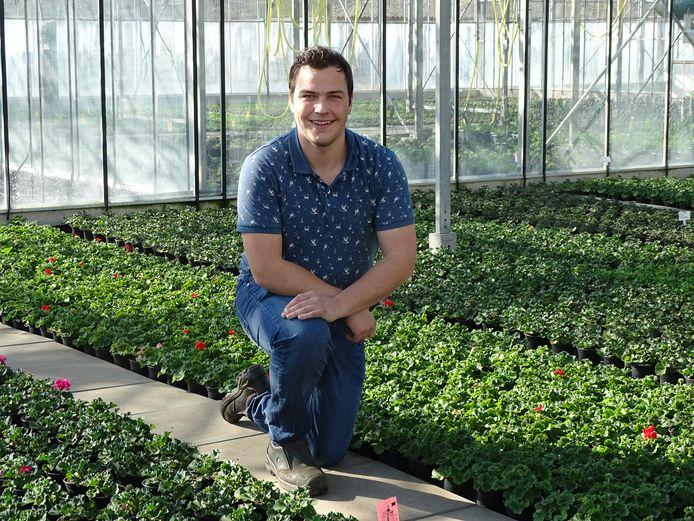 Marktkoopman Rutger Hofsté (19), eigenaar van R.H. Planten, gebruikt een winkel in Nijverdal voorlopig als uitvalsbasis nu hij door de coronamaatregelen niet langer op markten in Twente mag staan.