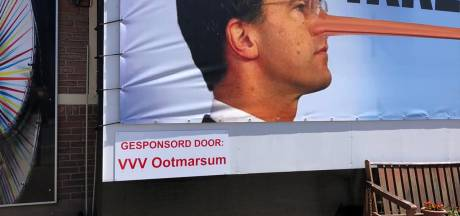 Kunstenaar Frans Houben kan het niet laten, dit keer bruuskeert hij de VVV Ootmarsum, die aangifte doet