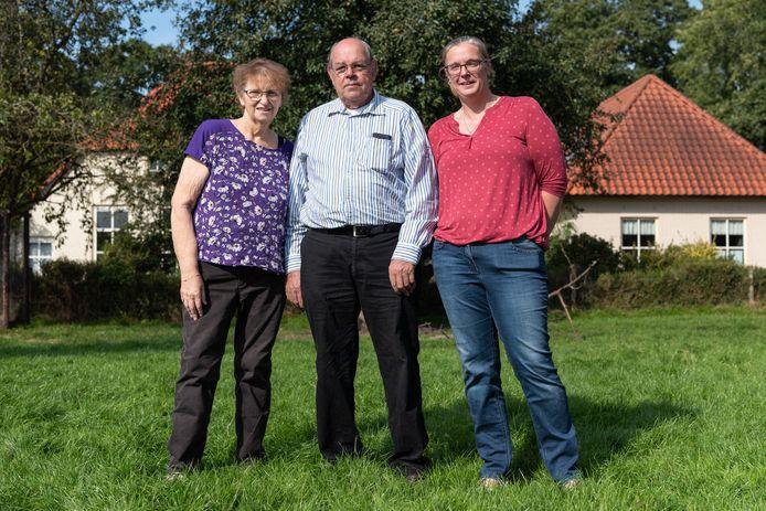 Het gezin Van den Hoven: Aggie, Piet en schoondochter Esther.