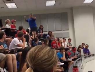 Student bezorgt hele klas 100% met machtige worp