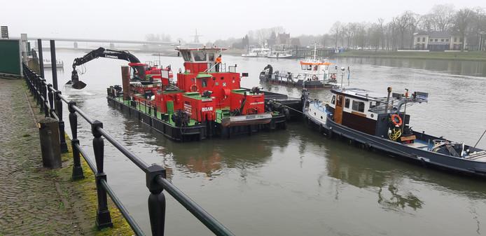 Werkzaamheden op de IJssel.