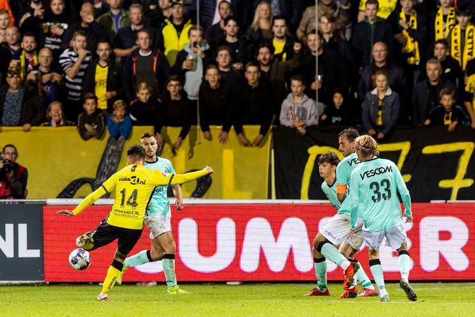 Wassim Essanoussi haalt uit voor de winnende 1-0.