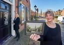 Paula Gerritsen (voorgrond) en Diny Oele hebben een historische route door het hart van Megen opgezet.