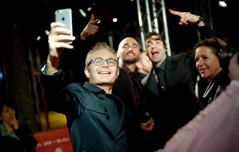 Ward Verrijcken op de première van 'Black', met regisseurs Adil El Arbi en Bilall Fallah in Brussel. Beeld BELGAIMAGE