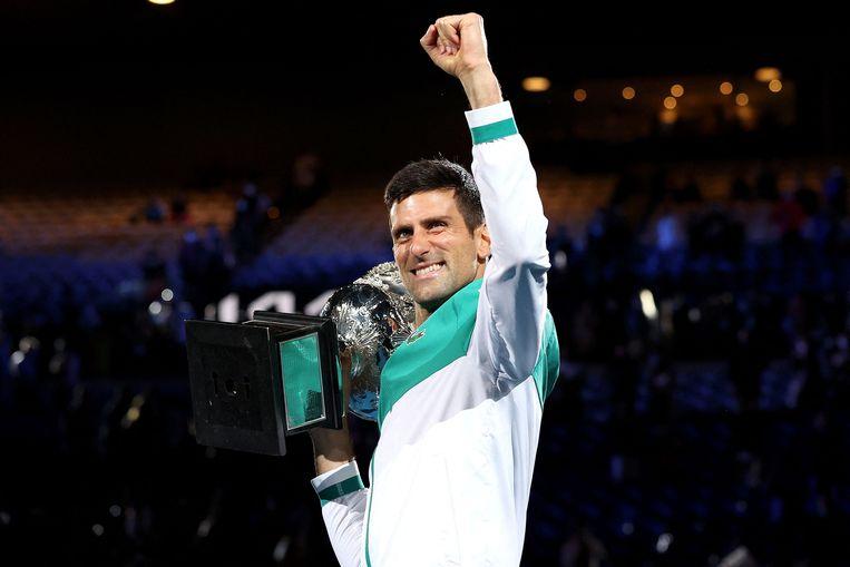 Novak Djokovic met de Australian Open-trofee. Beeld AFP