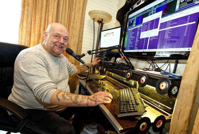Ed Renssen, dj Manolito bij Atletico FM.