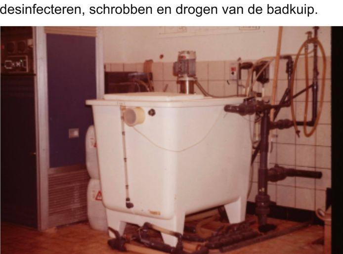 de badkuip, waar de dialysevloeistof werd klaargemaakt