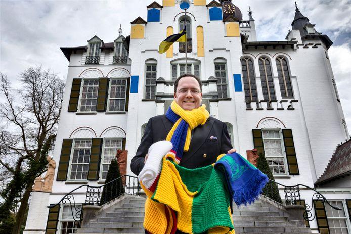 De carnavalssjaals van burgemeester Roderick van de Mortel van Vught kunnen dit seizoen in de kast blijven.