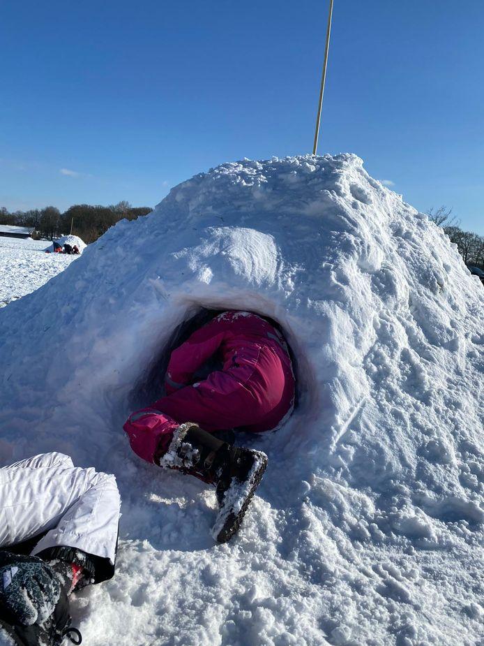 De bouw van de sneeuwhutten
