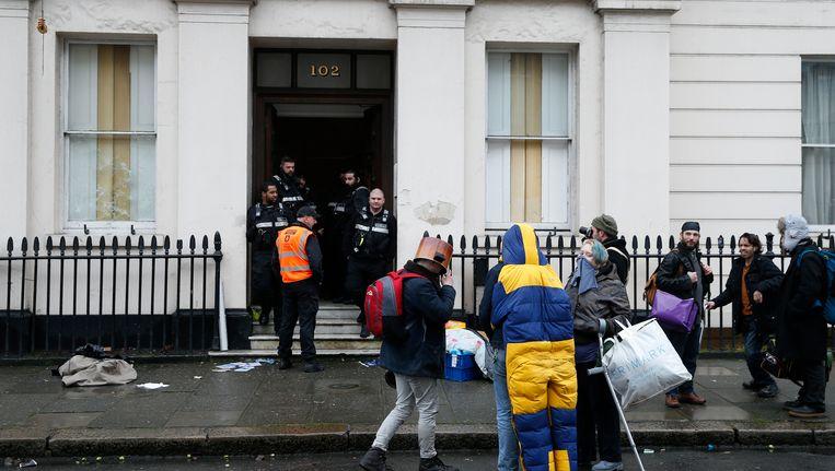 De daklozen en activisten werden vandaag gedwongen om het gebouw te verlaten.