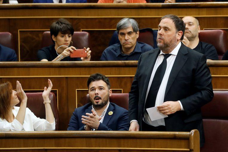 Oriol Junqueras (r), hier nog als vrij man in het Catalaanse parlement twee jaar geleden.