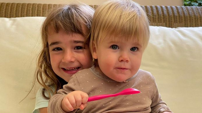 Olivia (6) en Anna).