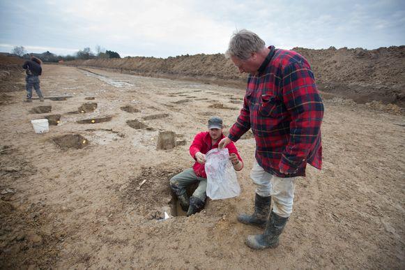 Archeologen tijdens de opgravingen.