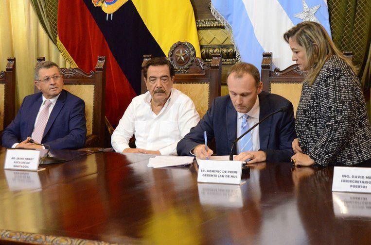 (v.l.n.r.) Jorge Aurelio Hidalgo (Ecuadoraans Minister of Transport and Public Works), Jaime Nebot (Burgemeester van Guayaquil), Jan Neckebroeck (Area Manager Jan De Nul Group)
