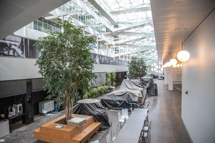 Het interieur werd afgedekt in gebouw X tijdens de miljoenen kostende herstelwerkzaamheden.