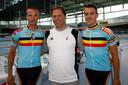 Michel Vaarten (m.) als coach van Kenny De Ketele (r.) and Iljo Keisse (l.) in aanloop naar de Olympische Spelen in Peking  in 2008.