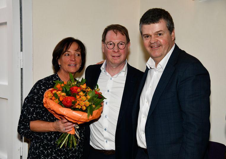 Bart Somers met Peter Verstraeten (midden) en zijn partner Veronique op de valentijnsreceptie van Open Vld Edegem.