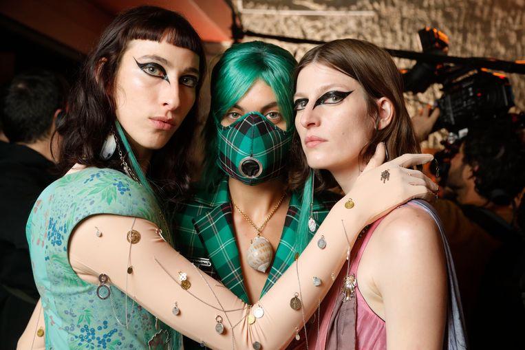 Nog voor de corona-uitbraak had de Franse ontwerpster Marine Serre een collectie voor met matchy mondmaskers op de Parijse catwalk. Beeld Photo News