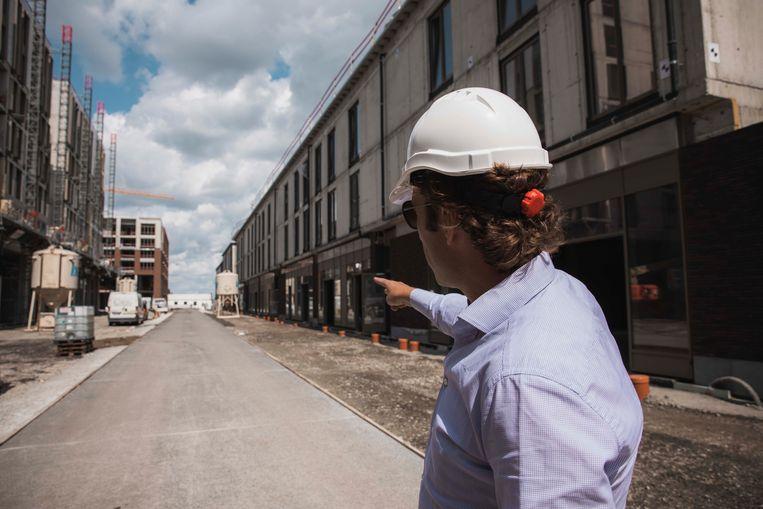 """""""Dat het gebouw er wat uitspringt, is heel belangrijk voor het project. We willen ermee zeggen 'Tot hier en niet verder,' op die manier bakent het de nieuwe binnenstad af."""""""