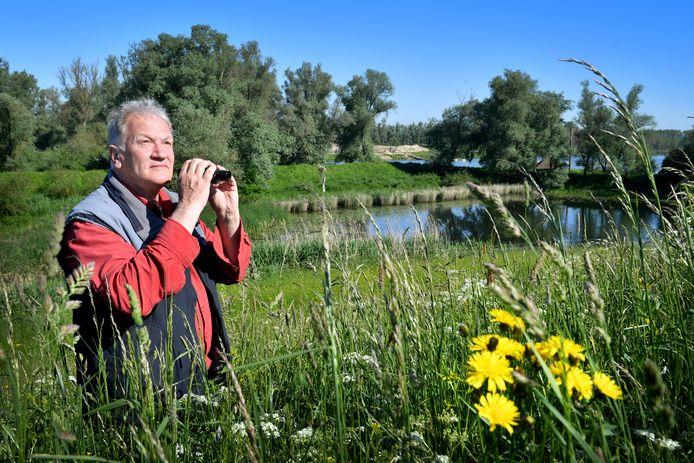 Johan Bekhuis aan de rand van zijn 'achtertuin', de Millingerwaard.