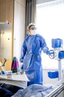 Ambulances met Covid-patiënten moeten weer uitwijken: 'Aantal ziekenhuizen ligt vol'