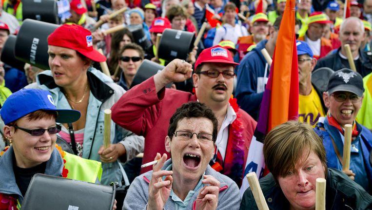 Arbeidsgehandicapten demonstreren tegen bezuinigingen op sociale werkplaatsen. (Archiefbeeld) Beeld ANP