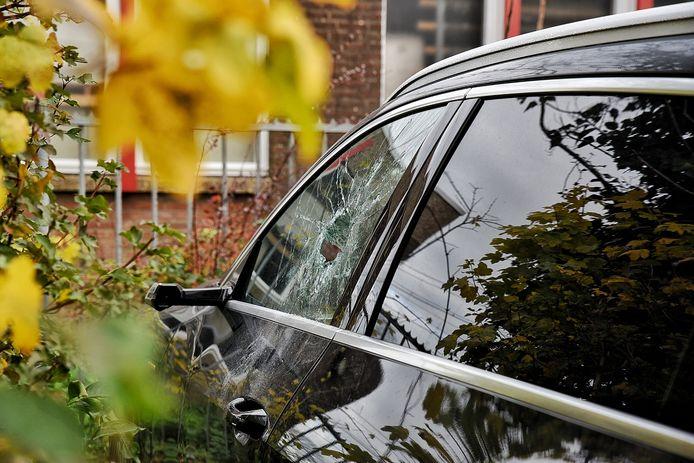 Ingebroken in vijf auto's op dezelfde parkeerplaats in Oisterwijk.