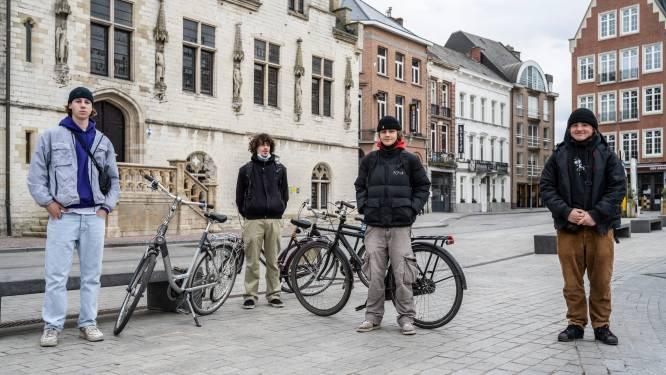 """""""Plekjes gezocht om coronaproof buiten te komen"""": jongeren vragen stad meer mogelijkheden om in bubbel samen te komen"""