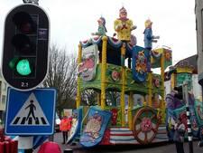 Weergoden kunnen in Breda 'gin maot 'ouwe' - CV Simpel beste Grote Wagen in optocht (video)