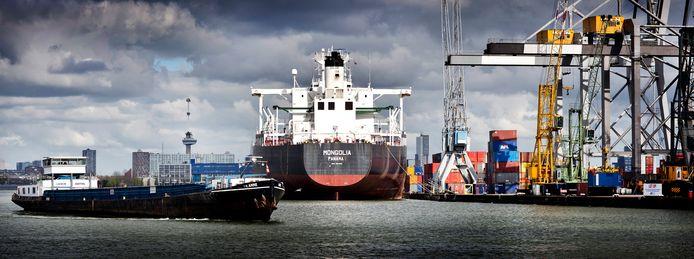 Zeeschip in de Rotterdam haven.