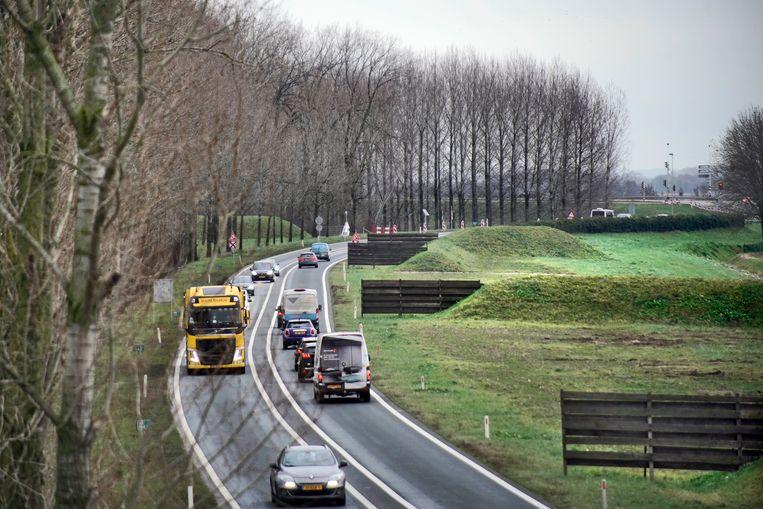 De A15 gaat vanaf knooppunt Ressen nu nog over in de N15. Beeld Hollandse Hoogte