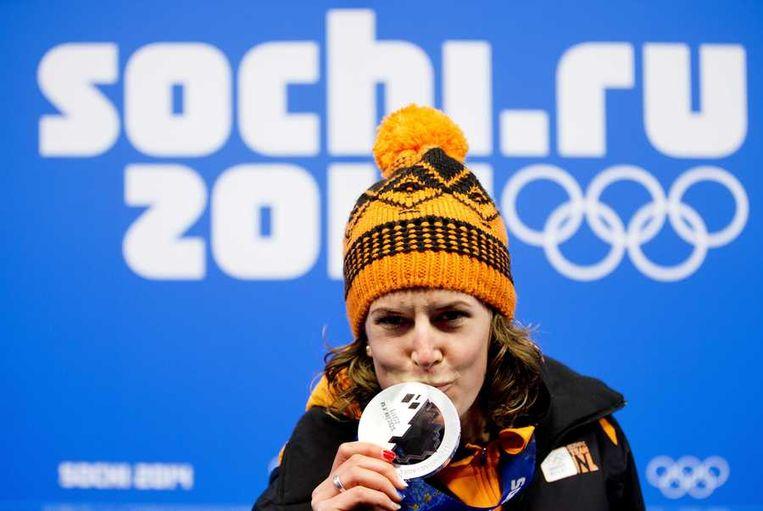Wüst met haar zilveren medaille Beeld anp