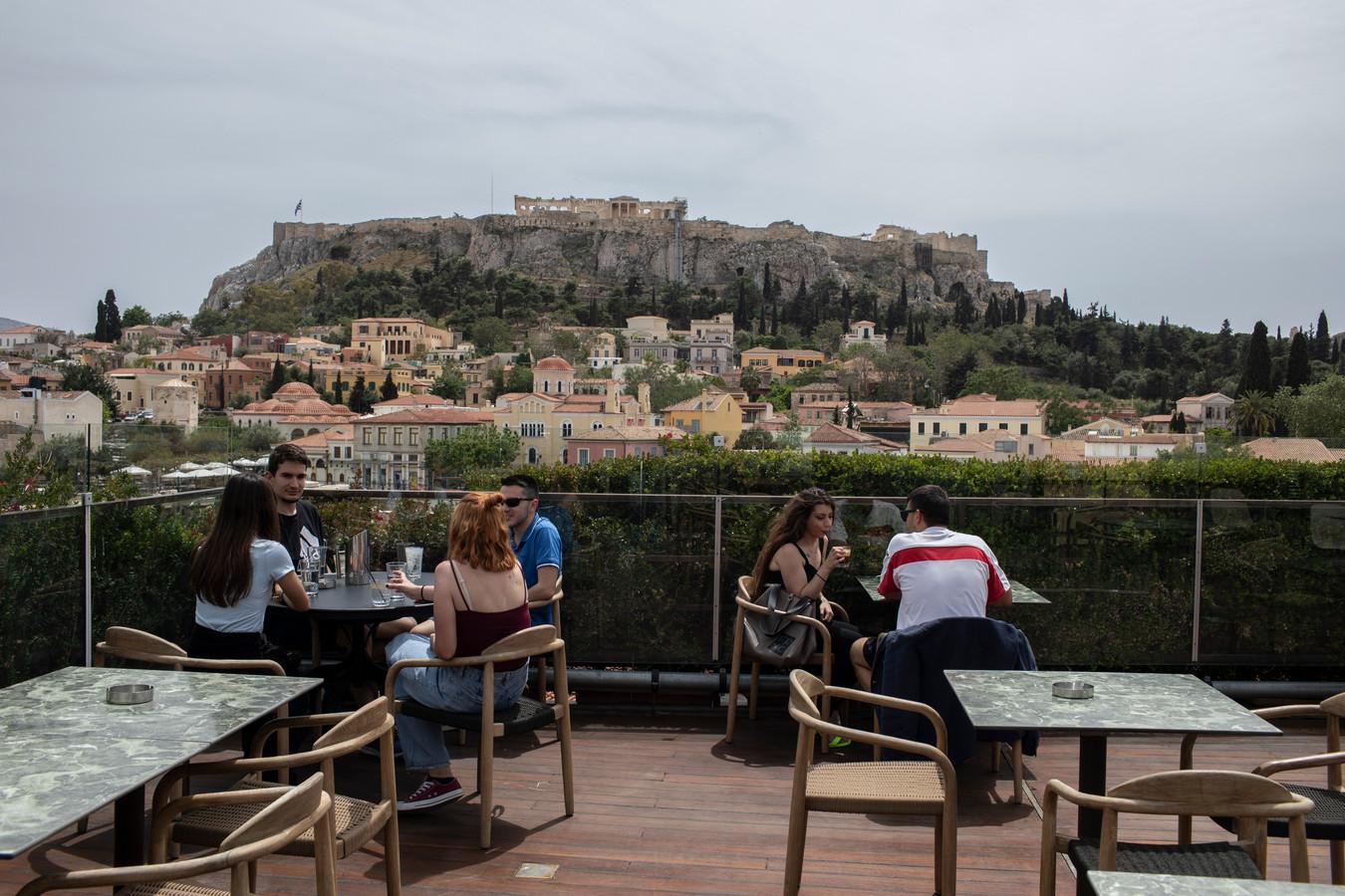 Athene investeert in groene daken en het planten van bomen om de stad af te koelen.